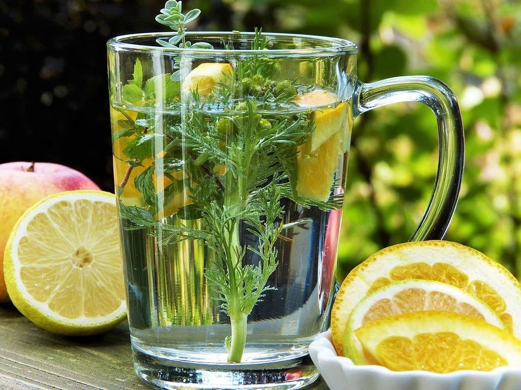 Tee mit Zitrone bei Fieber